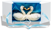 click to see Steiff Swan Set In Superb Gift Box in detail